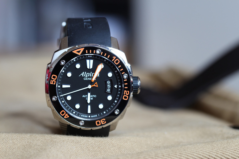 An-extreme-dive-watch---Alpina-Extreme-Diver-300_1