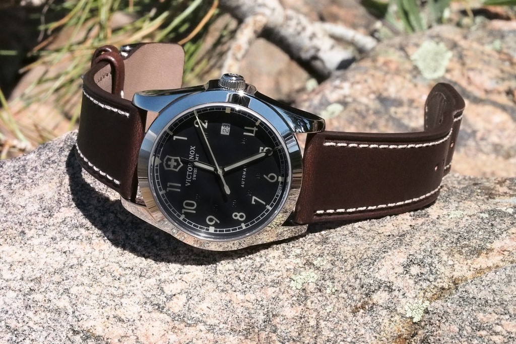 Reviewing The Well Finished Victorinox Swiss Army Infantry Automatic